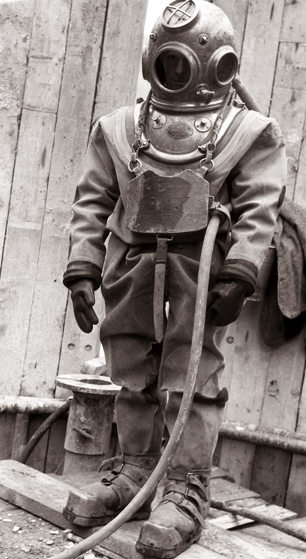 gradbišče_hidroelektrarne_ožbalt_1958,_potapljač